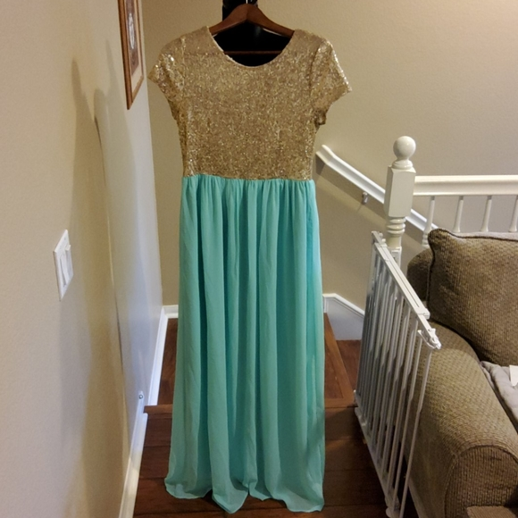 Shop Hope's Boutique | Sequin Maxi Dress *NWT*